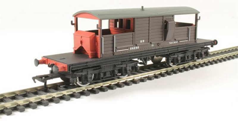 Branchline 33-827C, 25 Ton Queen Mary Brake Van SR Brown Small Lettering OO Scale Product Ref 33-827C