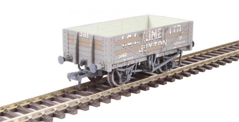 Branchline 37-040, 5 Plank Wagon Steel Floor 'ICI (Lime)' with load weathered OO Scale Product Ref 37-040
