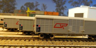 RTR003HO- RTR QLX BOX WAGON AS ORIGINAL LIVERY (3 PACK)