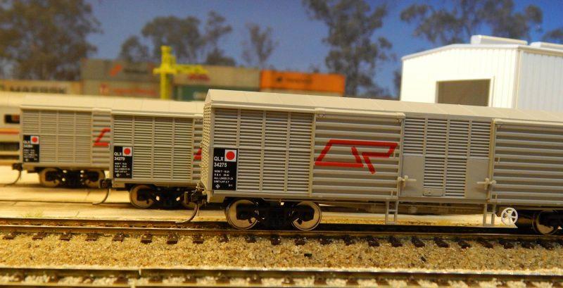 RTR003HO- RTR QLX BOX WAGON AS ORIGINAL LIVERY (3 PACK)