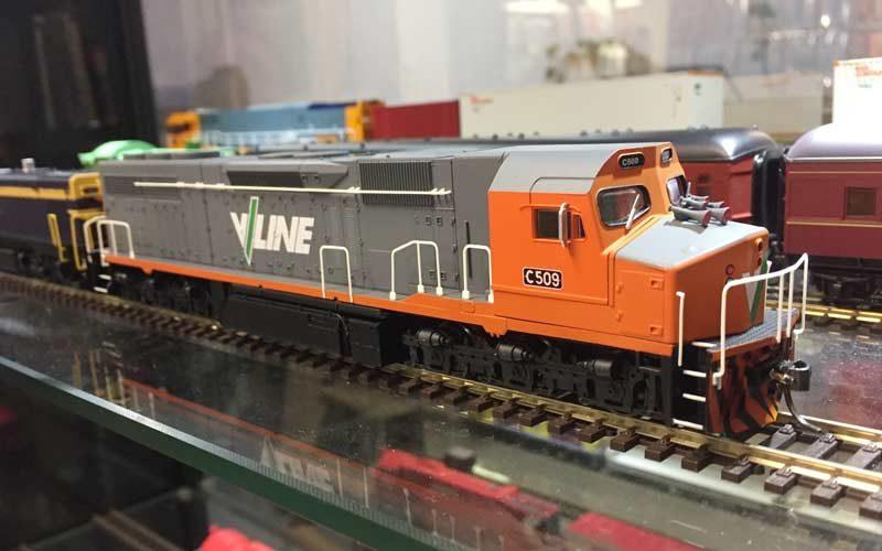 Auspower Locomotives V-Line C-Class HO Scale, DC