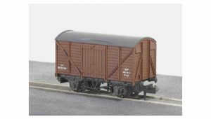 Peco Wagons NR 43B standard box van brown